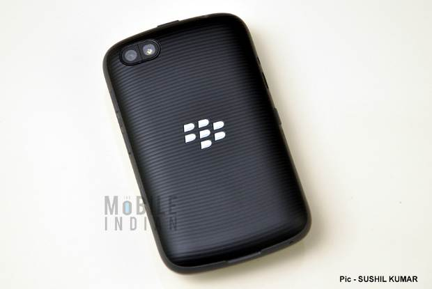 sites including does blackberry 9720 have a front camera terms