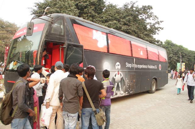 Now experience 3G on Vodafone LED bus in Delhi