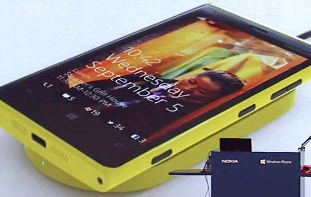Windows Phone 8 to feature Twitter and Facebook notifications on lock screen