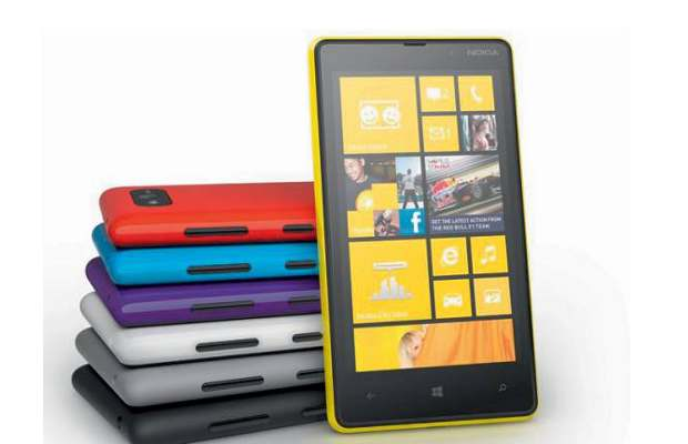 Nokia Lumia 920, Lumia 820 available online