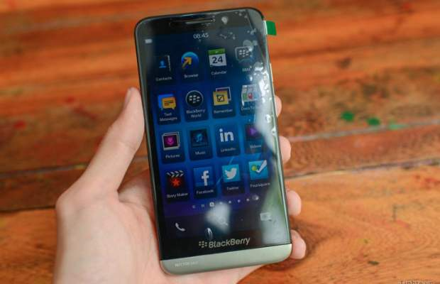 BlackBerry A10 Z00 images surface online