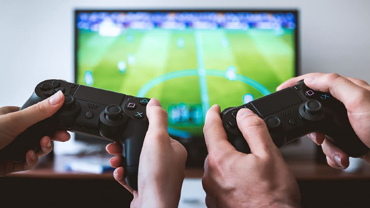 How can online gamers protect themselves against scams?