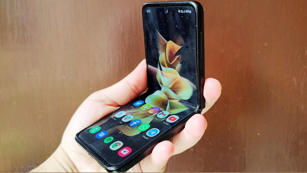 Galaxy Z Flip3 side profile